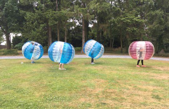 enfants équipes bubble foot